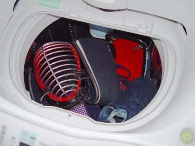 剣道の防具を洗濯クリーニング、くさい臭いを除去します。