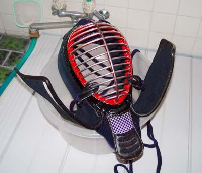 剣道の防具、面を洗濯して乾燥